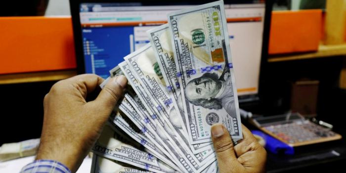 Доллар возобновляет рост, поскольку инвесторы ...